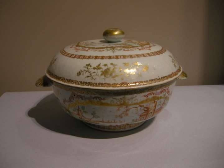 Soup tureen porcelain chinese export in Meissen style